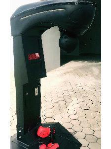 Arcade puncher machine